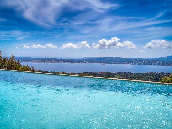 Superb Villa Peak
